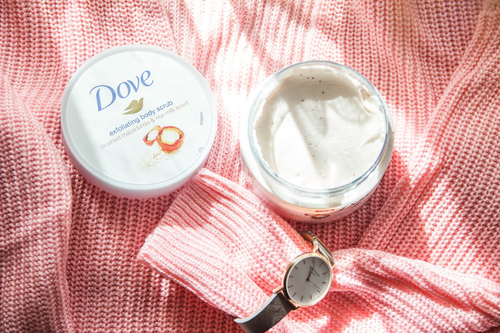 Dove Exfoliating Body Scrub Crushed Macadamia & Rice Milk