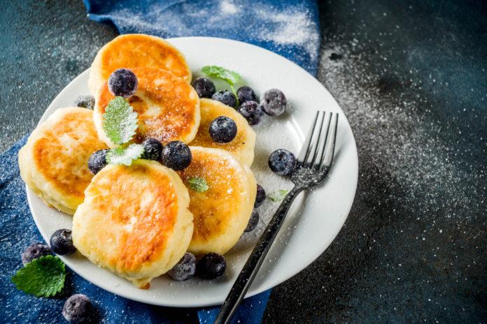 Serniczki z patelni - przepis na śniadanie